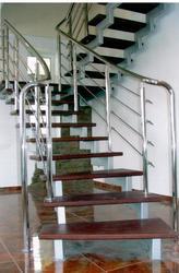 Главное безопасность - поручни,  перила,  лестницы