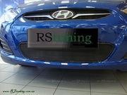 Решетка в бампер для Hyundai Accent 2012 (черная серебро)