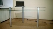 Продам стеклянный компьютерный стол (стол для компьютера)