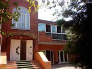 Продам здание расположенное на участке 7, 55 соток в центре